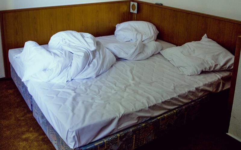 Bed, bett, lit, ベッド, lůžko, letto, cama czyli łóżko ma wiele imion