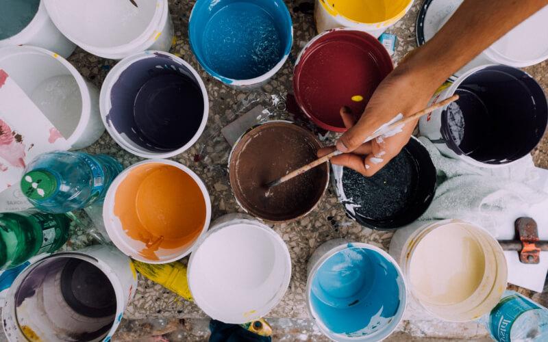 Kolorystyka nowoczesnego salonu