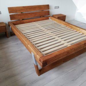 łóżko stare drewno belki