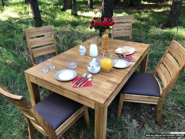 rozkładany stół z drewna